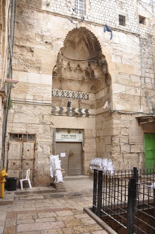 De Tankiziyya-madrassa in Jeruzalem (intussen gesloten)
