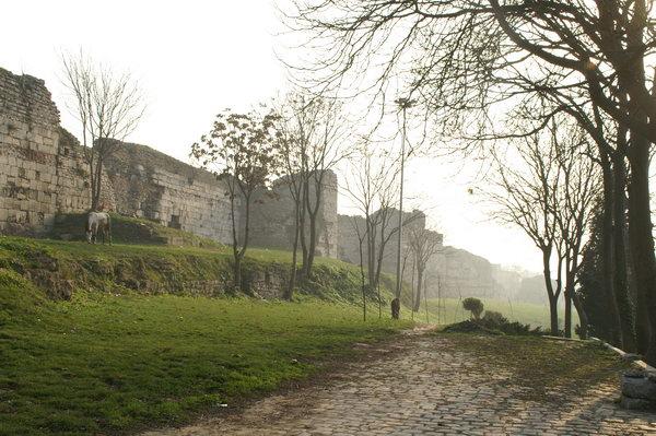 istanbul_wall_theodosius_04_ab
