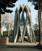 Het graf van de dichter: een wijnbeker - omgekeerd omdat er niet meer ingeschonken hoeft te worden