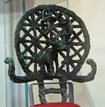 """""""Zonneschijf"""" uit Alacahöyük, nu in het museum voor Anatolische Beschavingen in Ankara."""