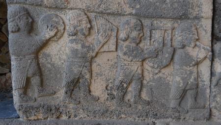 Muzikanten op een Neo-Hettitische orthostaat in Karatepe