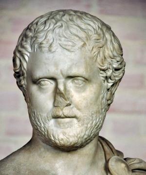 Het portret van Filostratos is niet bekend, maar zo rond 210 n.Chr. was dit een redelijk gangbare manier om iemand af te beelden. Het zou Filostratos deugd hebben gedaan dat ik hier een plaatje kies van een buste die is geïnspireerd door die van de Atheense redenaar Aischines. (Glyptothek, München)