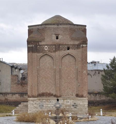 Maragheh, Gonbad-e Sork