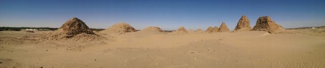Nubische piramiden (klik=groot)