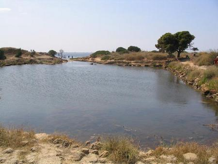 De kothon in 2004, toen men het bassin beschouwde als een oorlogshaven. Men liet er veel water in.