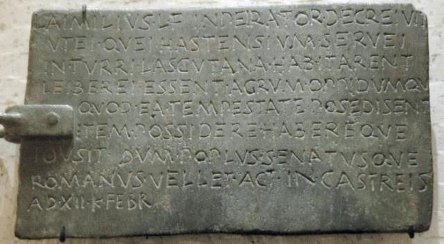 De imperator-inscriptie uit het Louvre