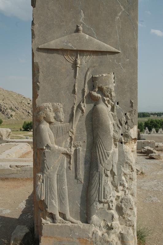 Door mensenhanden beschadig reliëf van Xerxes