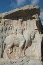 Naqš-e Rajab: kapotte gezichten en een kapot paardenbeen
