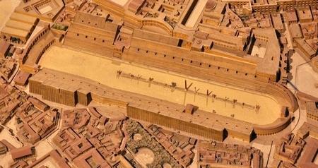 Maquette van het Circus Maximus (Kon. Musea voor Kunst en Geschiedenis; triomfboog van Titus rechts)