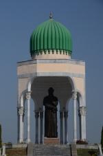 Quwa, standbeeld van Al-Farghani