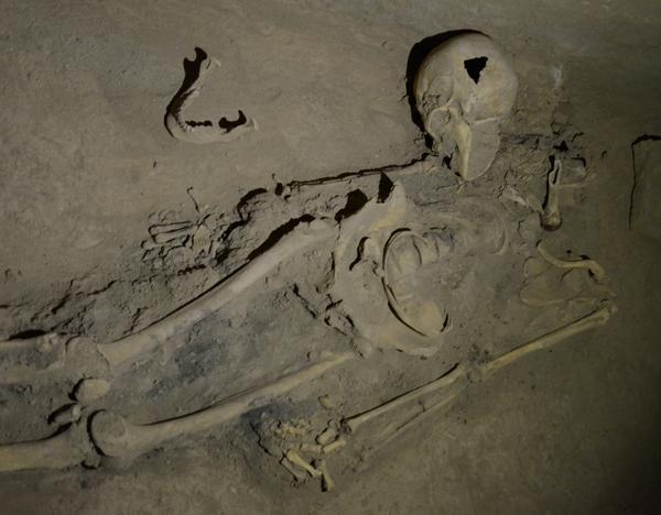 Skeletten van de slachtoffers van de Mongolen in Kara Tepe