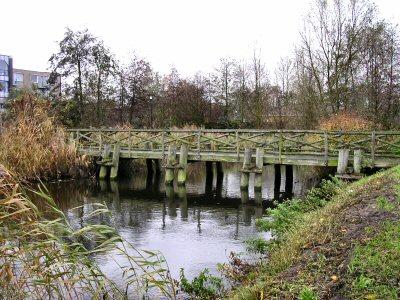 Gereconstrueerde Romeinse brug in Leidschendam, bedoeld om aan te geven dat hier het Corbula-kanaal lag.