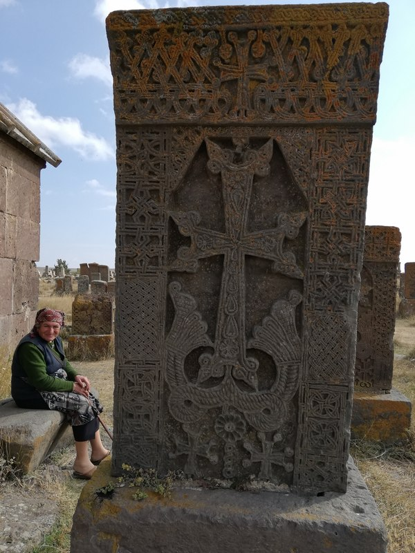 noratus_khachkar_with_lady