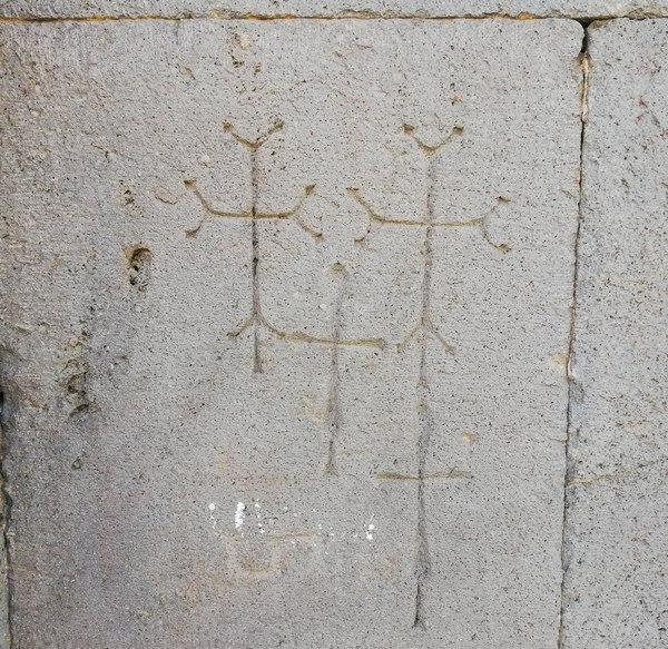 Kruisgraffiti in het Kecharisklooster